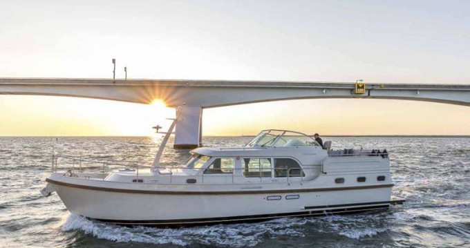 Motorboat for rent Willemstad at the best price
