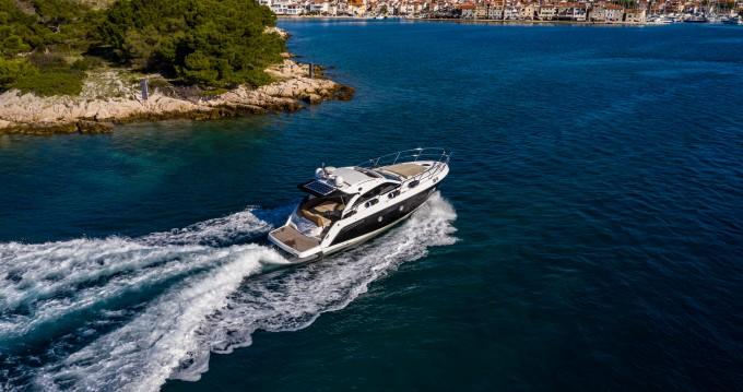 Boat rental Sessa Marine Sessa C35 in Tribunj on Samboat