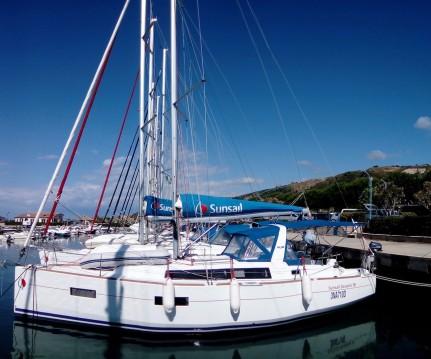 Rental Sailboat in Furnari - Bénéteau Oceanis 38