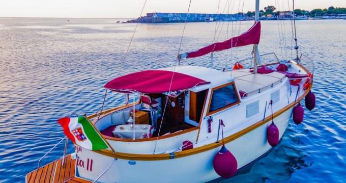 Ardeleigh Lamimated Motors Motorsailer  between personal and professional Taormina