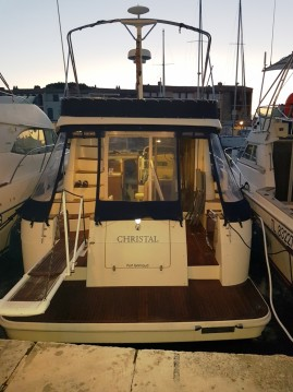 Motorboat for rent Grimaud at the best price