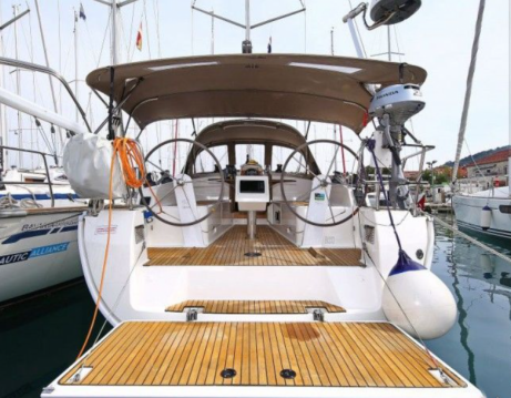 Rent a Bavaria Cruiser 37 Agde