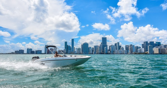 Boat rental Bayliner Element XL in Miami on Samboat