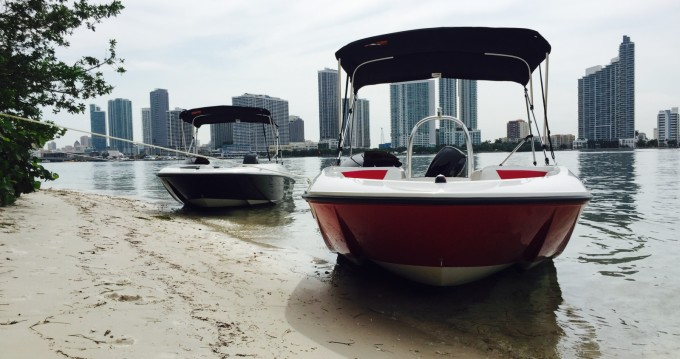 Bayliner Element 160 between personal and professional Miami