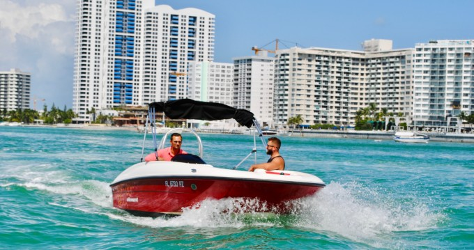 Boat rental Bayliner Element 160 in Miami on Samboat