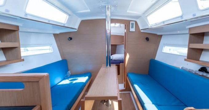 Boat rental Jeanneau Sun Odyssey 319 in Follonica on Samboat