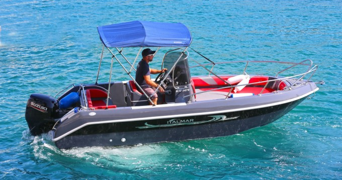Motorboat for rent Cassis at the best price
