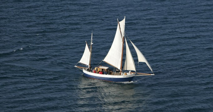 Sailboat for rent Granville at the best price