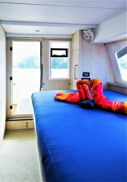 Boat rental Eden Island cheap Leopard 58