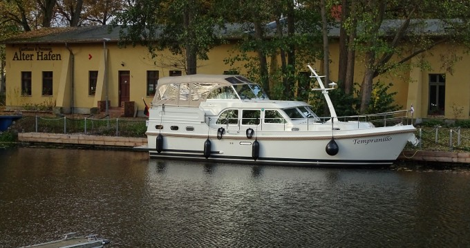 Motorboat for rent Mildenberg at the best price