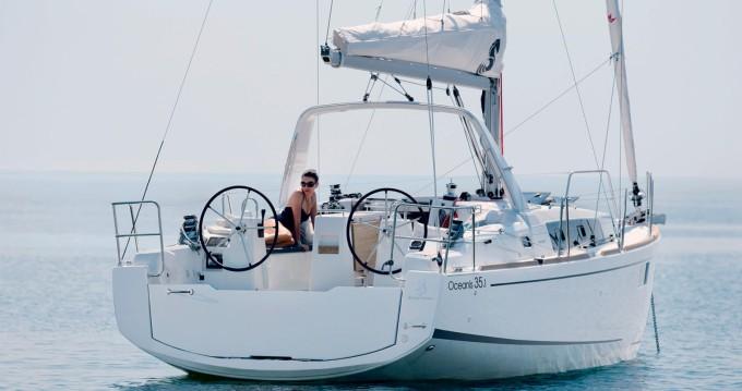Boat rental Bénéteau Oceanis 35.1 in Ajaccio on Samboat