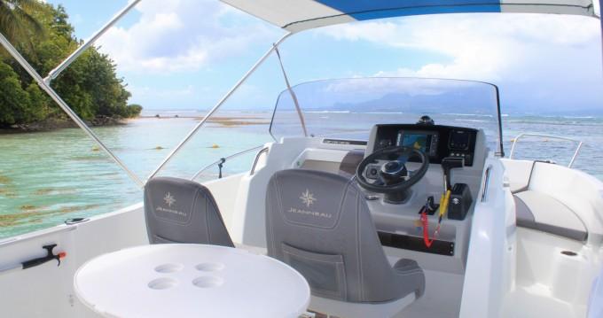 Rental Motorboat in Pointe-à-Pitre - Jeanneau Cap Camarat 6.5 CC Serie 3