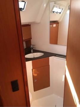 Rental Sailboat in Alimos - Bavaria Bavaria 46 Cruiser