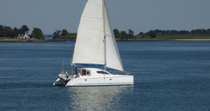 Hire Catamaran with or without skipper Nautitech Arzon