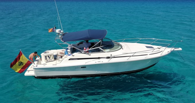 Rental yacht Puerto de Pollensa - Riviera 3000 offshore on SamBoat