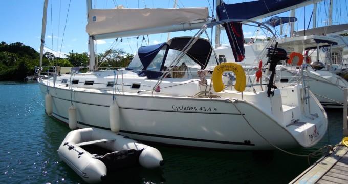 Boat rental Bénéteau Cyclades 43.4 in La Rochelle on Samboat