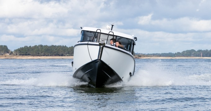 Xo Boats XO EXPLR 260 CABIN between personal and professional Port du Crouesty