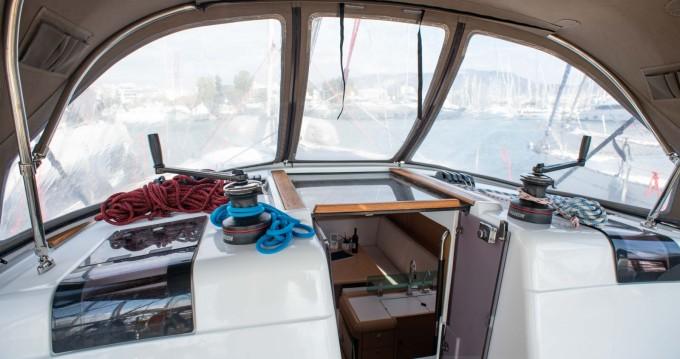 Rental Sailboat in Alimos - Jeanneau SUN ODYSEEY 449