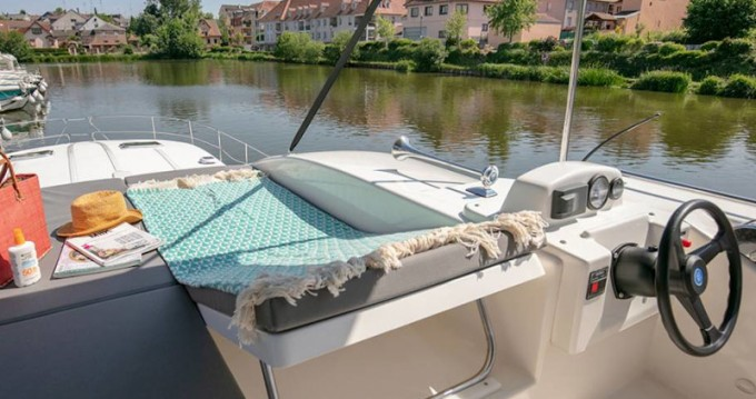 Hire Motorboat with or without skipper  Le Somail