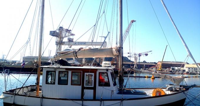 Boat rental Nautitech 32 pieds in Bandol on Samboat