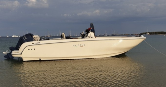 Motorboat for rent Vannes at the best price
