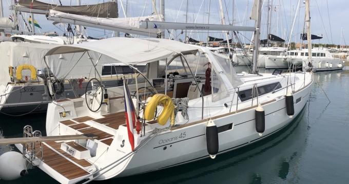 Bénéteau Oceanis 45 between personal and professional Puerto Deportivo Marina Isla Canela