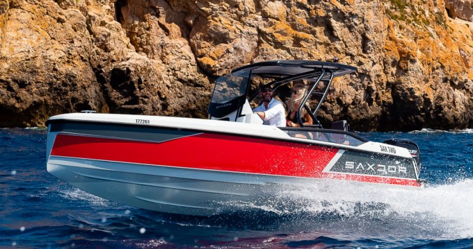 Saxdor Yachts 200 Sport between personal and professional Arzon