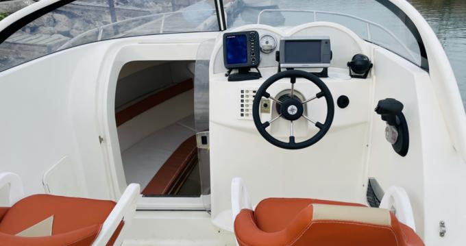 Boat rental Quicksilver Quicksilver 620 Cruiser in Mauguio on Samboat