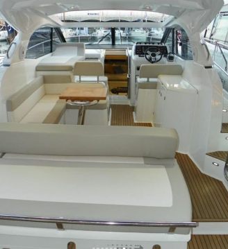 Hire Motorboat with or without skipper Jeanneau Naples