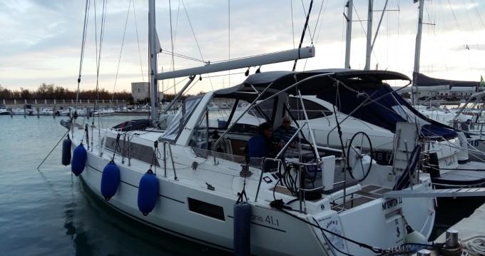 Rental yacht Cogolin - Bénéteau Oceanis 41.1 on SamBoat