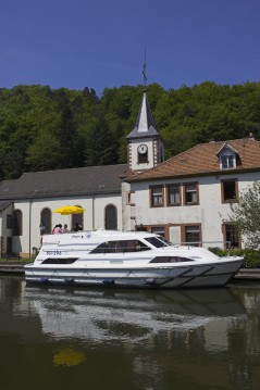 Boat rental Clipper Clipper in Saint-Jean-de-Losne on Samboat