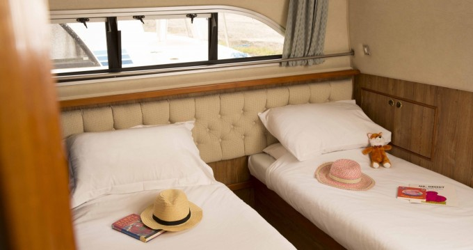 Boat rental Saint-Jean-de-Losne cheap Clipper