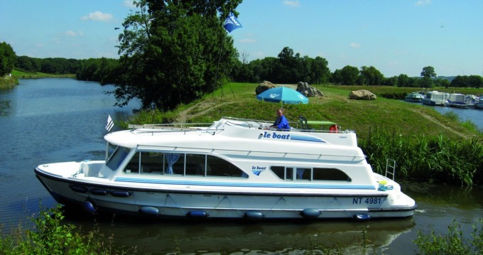 Hire Canal boat with or without skipper Tango Messac