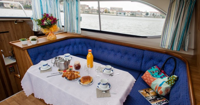 Hire Canal boat with or without skipper Countess Messac