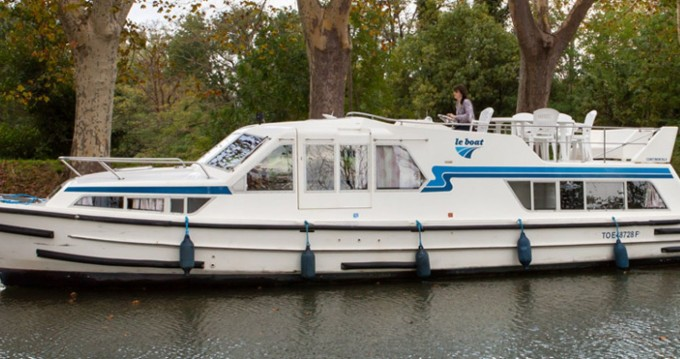 Rental Canal boat Continentale with a permit