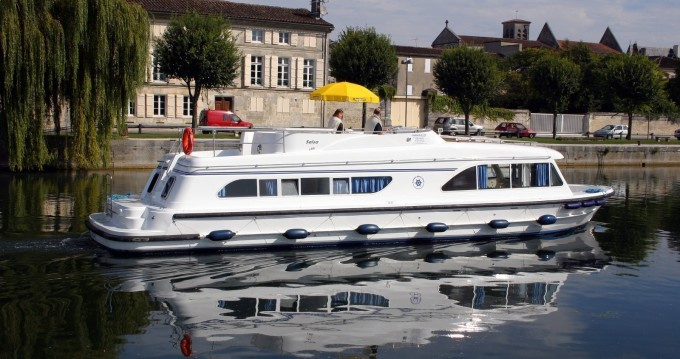 Canal boat for rent Le Mas-d'Agenais at the best price