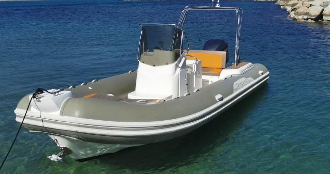 Boat rental Saint-Cyr-sur-Mer cheap Tempest 690 Luxe
