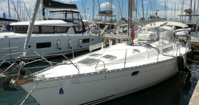 Hire Sailboat with or without skipper Bavaria Chania