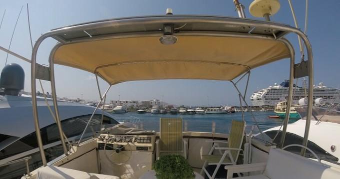 Boat rental Bayliner Bodega 43 in Mykonos (Island) on Samboat