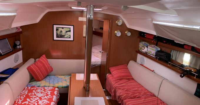 Hire Sailboat with or without skipper Bénéteau Port-Haliguen