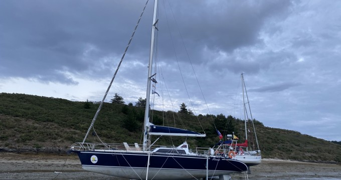 Sailboat for rent Sainte-Marine at the best price