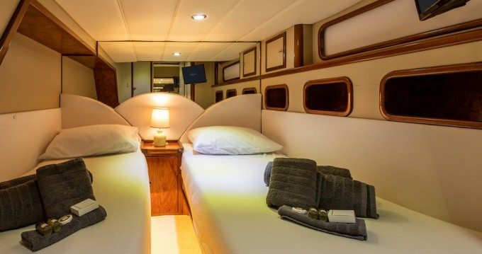 Boat rental Lávrio cheap Fairline Squadron 55