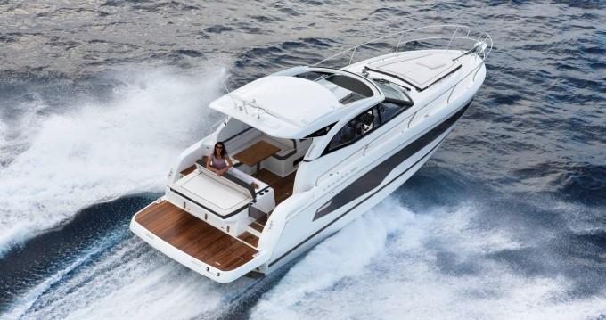 Boat rental Jeanneau Leader 36 Open in Naples on Samboat