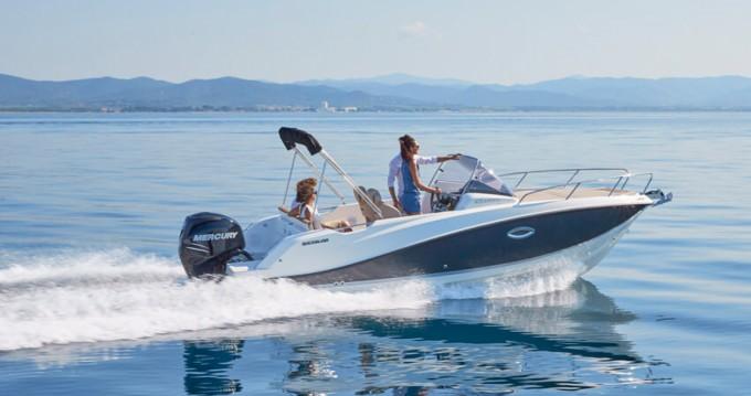 Boat rental Arradon cheap Activ 675 Sundeck