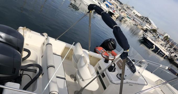 Boat rental White Shark White Shark 225 in Lège-Cap-Ferret on Samboat