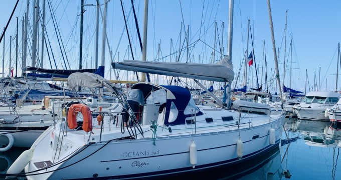 Bénéteau Oceanis 323 Clipper between personal and professional Bandol