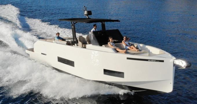Rental Motorboat in Saint-Jean-Cap-Ferrat - De Antonio D42