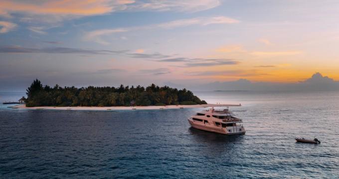 Boat rental Custom Made custom in Malé on Samboat