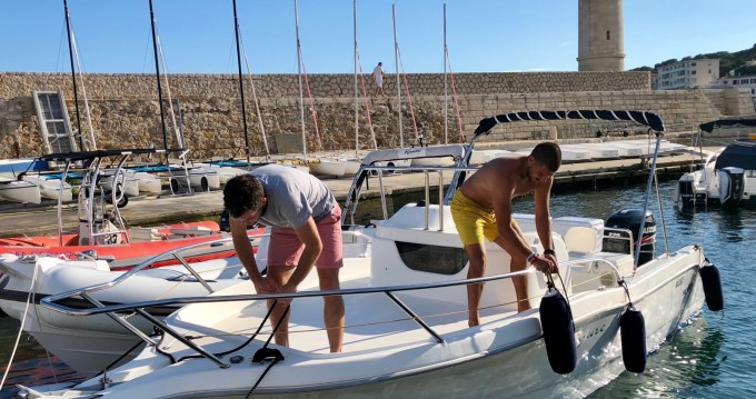Sessa Marine Key Largo 23 between personal and professional Cassis