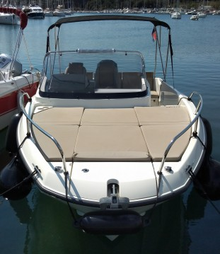 Quicksilver Activ 675 Sundeck between personal and professional Pula
